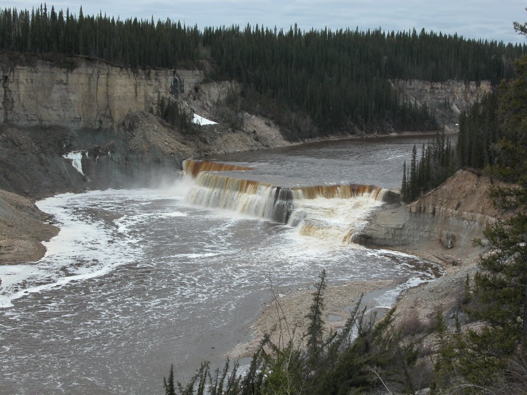 Northwest Territories: Louise Falls on Hay River